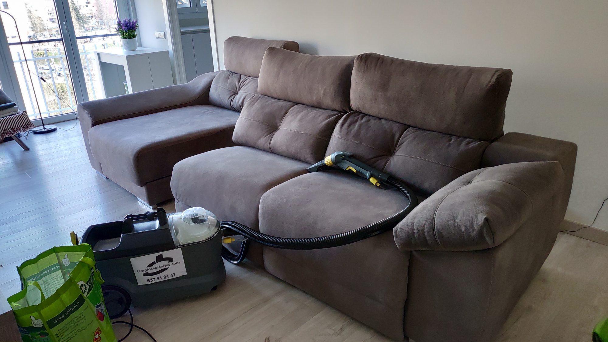 Limpiar-el-sofá-una-tarea-para-expertos-1