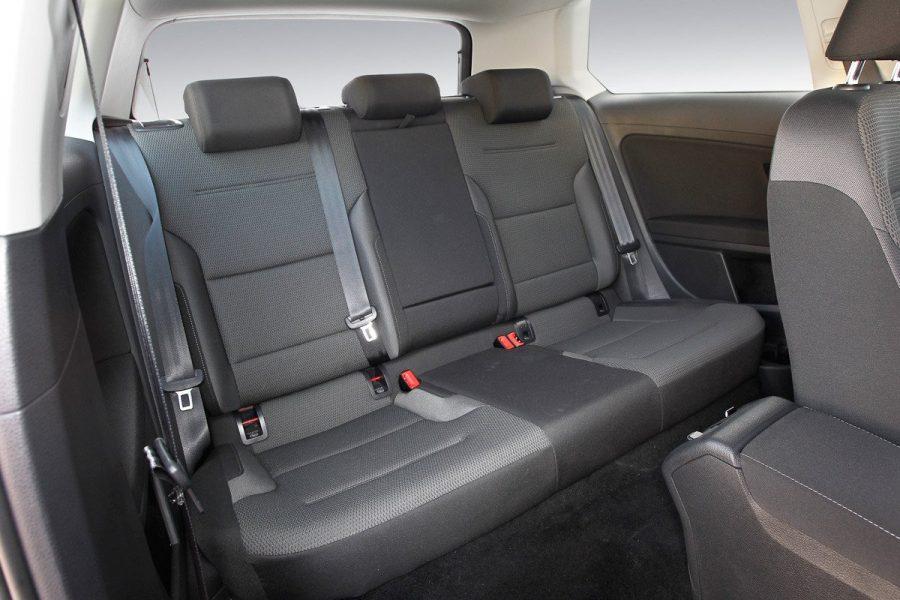 Cuál-tapicería-para-coches-es-mejor-para-los-asientos